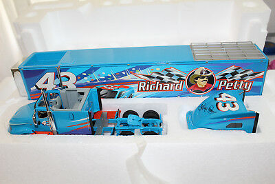 Franklin Mint 1:43 Scale THE OFFICIAL RICHARD PETTY TRACTOR TRAILER