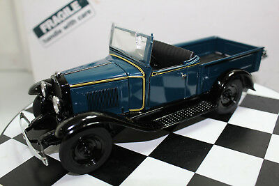 Danbury Mint 1:24 Scale 1931 CHEVROLET ROADSTER PICKUP (BLUE GREEN)