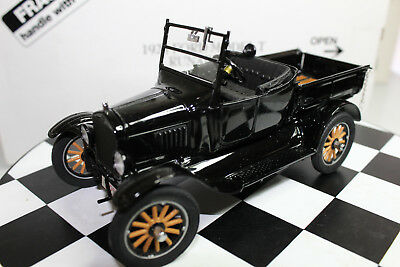 Danbury Mint 1:24 Scale 1925 FORD MODEL T RUNABOUT (BLACK)
