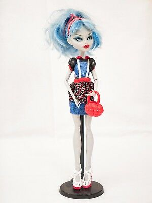 Monster High Doll Ghoulia Yelps Ghouls Night Out With Stand & Accessories