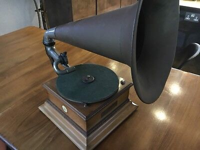 Early Gramophone Junior Monarch Gramophone &Typewriter Ltd.