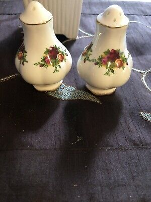 Royal Albert England - Old Country Roses - Salt & Pepper Shakers
