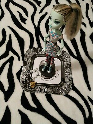 2010 Monster High Day at the Maul Frankie Stein Doll & Accessories Mattel
