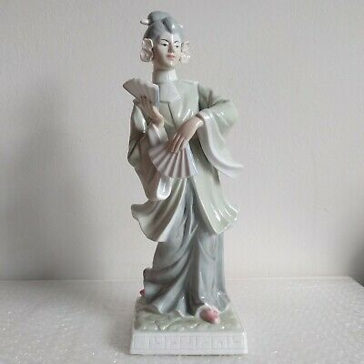 ANTIQUE ASIAN CHINESE Lady holding Fans Fine Porcelain Figurine