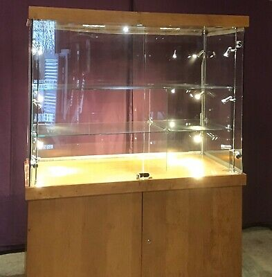 Used Shop Fittings, Glass Shop Showcase, Retail Display, Display Equipment.