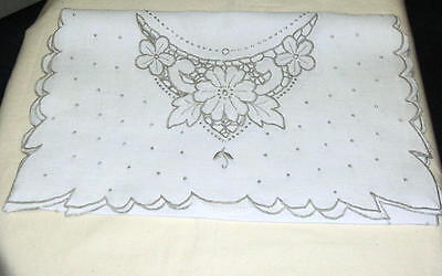 Vintage 1950's Madeira Hand Embroidery Cut Work Table Runner 13 1/2 x 351/2 # 3