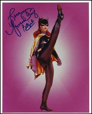 YVONNE CRAIG signed BATMAN / BATGIRL photo - OBTAINED IN-PERSON/PIC PROOF