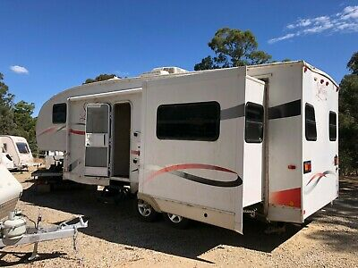Super Lite Fifth Wheeler 2008 Model With Minor Damage