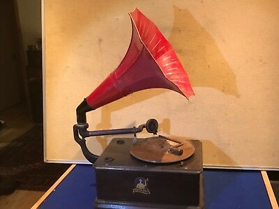 Antique Vintage Gramophone with the Morning Glory Horn