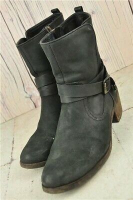 Pre-Owned UGG  Ladies Black Leather Ankle Boot Size UK 4.5 with Low Heels No Box