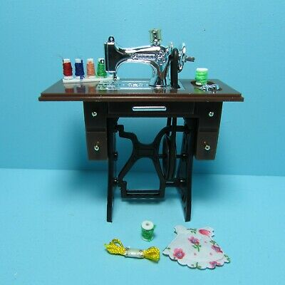 Dollhouse Miniature Sewing Table with Machine Fabric Thread Accessories G7328