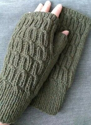 100% merino wool cable knit wrist warmers fingerless gloves handknitted NEW