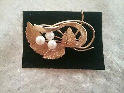 VINTAGE BROOCH      Goldtone with Faux Pearls