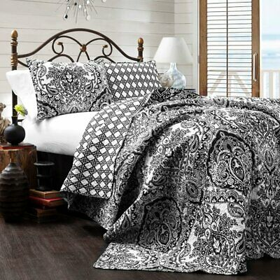 Lush Decor New Berlin Quilt Striped Pattern 3 Piece Bedding Set Full Queen Navy and White Triangle Home Fashions 16T000491