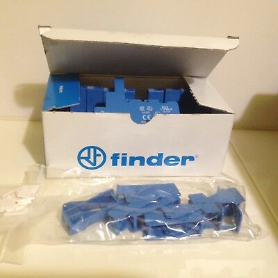 Box 10 x 95.03SPA  Finder Relay Socket, 250V ac for use with 40.31,RS No:4004129
