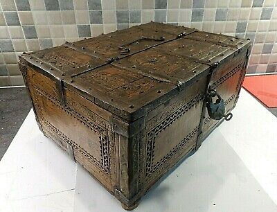 ANTIQUE 18thC INDIAN CARVED TEAK DOWRY CHEST BOX FROM RAJASTHAN - PADLOCK & KEY