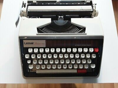 Manual Typewriter Lemair Deluxe 1350 (portable, comes with case) GC