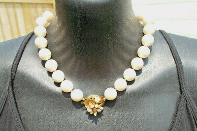 "Vintage 18"" Faux Pearl Matte Gold Tone Flower Center Clasp Choker Necklace"