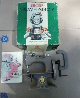 Vintage 1950's SINGER SEWHANDY Model No. 20 CHILDS Real SEWING MACHINE in BOX
