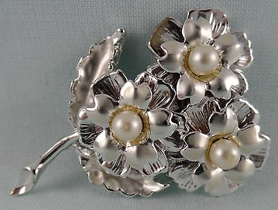 Vintage Unsigned Pin Brooch Silver Tone Flower With Faux Pearls