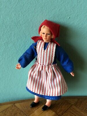 Frau Bäurin Caco  Puppenstube Puppenhaus 1:18 dollhouse flexible doll