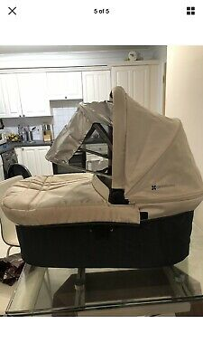 uppababy vista carrycot Pre 2014 Models In Cream