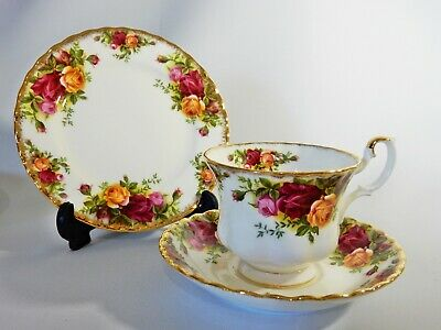 Vintage 1962 Royal Albert Old Country Roses Trio Teacup Saucer Side Plate Set