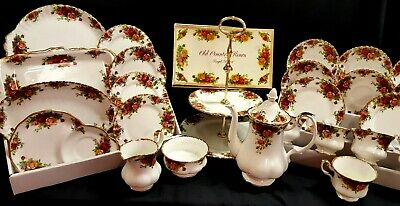 "25 x Pieces of a ROYAL ALBERT ""Old Country Roses"" Patterned Teaset - N172"