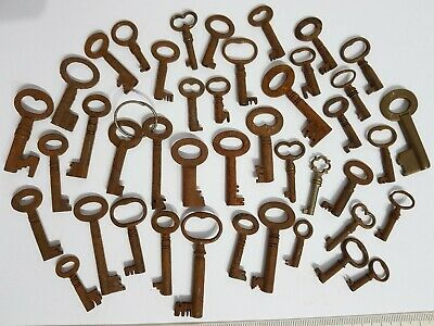 42 x Small Little Tiny Old Antique Vintage Box Keys Home Decor Charms Pendants