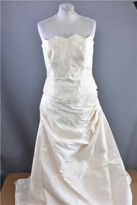 Ladies' Pronovias Barcelona Ivory Wedding Dress Size 14 with embroidered bodice
