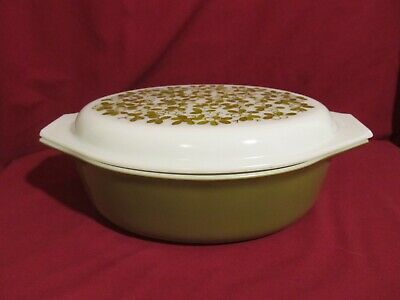 Vintage Pyrex Casserole Dish with Lid. 2 1/2 Qt. Olive and Berry Green Oval. 045