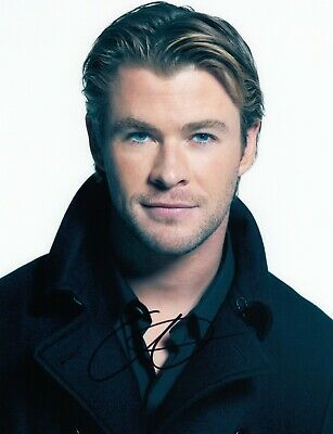 Chris Hemsworth Signed  8x10 auto photo in Excellent Condition