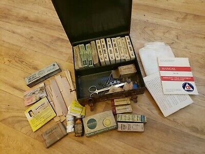 WW2 FIRST AID Kit lot CORPSMAN ARMY MEDIC MEDICAL medicine bandage rare must see