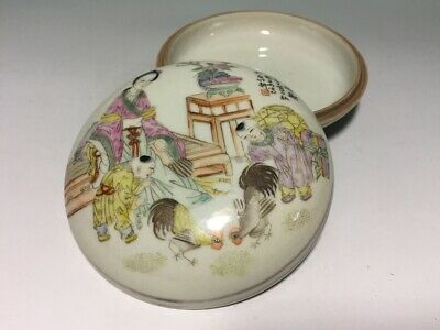 Chinese Late Qing Dynasty Antique Famille Rose Porcelain Box