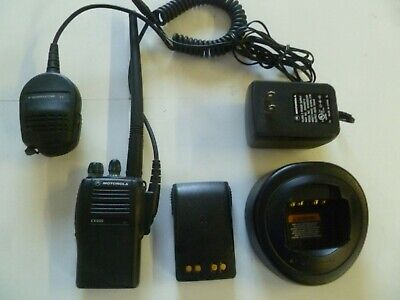 Motorola EX500 136-174 MHz VHF Two Way Radio w Mic & Charger AAH38KDC9AA3AN