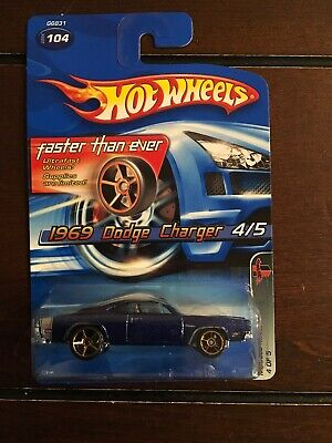Hot Wheels 2005 1969 Dodge Charger #104
