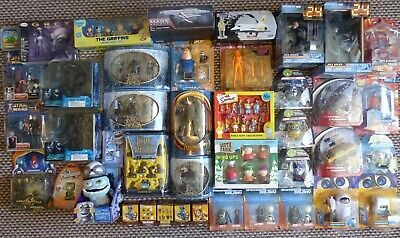 MultiListing of Collectable Figures AvP Lord Of The Rings Transformers 24 & 007