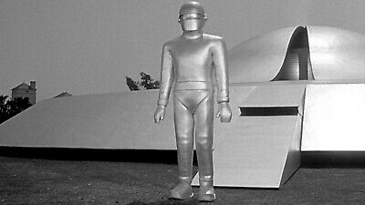 1951s THE DAY THE EARTH STOOD STILL Gort fronts closing spaceship b/w 8x10 scene