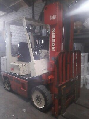 """Nissan Propane forklift 2400 lbs cap 187"""" LIFT Triple Mast Solid Tires 42""""Forks"""