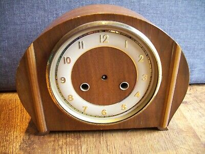 Vintage 1950's Smiths Oak Mantel Clock with Cream Chapter Ring (Arched Shape)