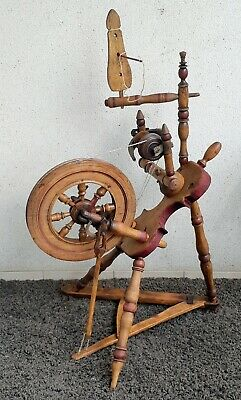 ANTIQUE UNIQUE WORKING SPINNING WHEEL with violin shape base