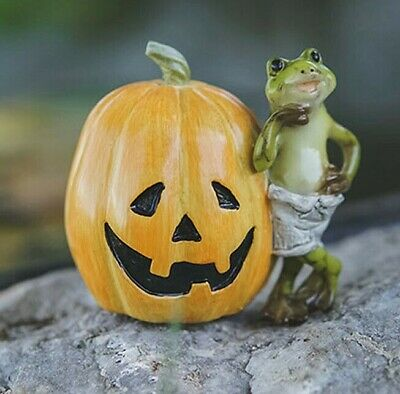 Miniature Dollhouse FAIRY GARDEN Frog With Jack O' Lantern