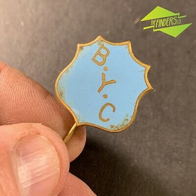 VINTAGE 1950's YOUTH CLUB ENAMELLED SHIELD PIN BADGE BURWOOD? BOORONDARA?