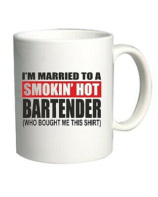 Tazza 11oz Bianca BEER0242 I M MARRIED TO A SMOKIN HOT BARTENDER