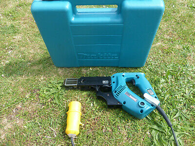 Makita 6833 Autofeed Screwdriver With Case 230V For Plasterboard Plastering Etc