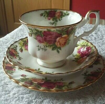 Royal Albert. Old Country Roses. Cup Saucer Side Plate. Trio. Afternoon Tea.