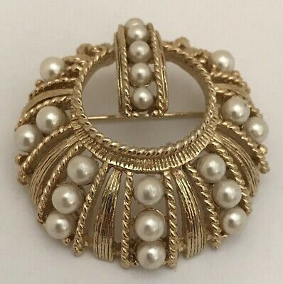 """VINTAGE~ ROUND GOLDTONE & Graduated FAUX PEARLS Design~  PIN/BROOCH 1 5/8"""""""