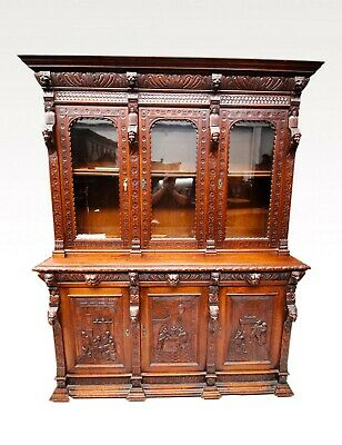 A Lovely Three Door 19Th Century Carbed Oak Bookcase