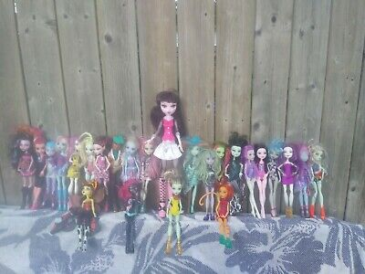 Monster High Dolls lot of 25 *all dolls have their hands/arms*