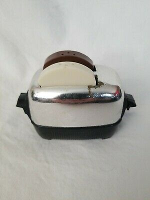 Vintage Retro Mid-Century Toaster And Bread Salt And Pepper Shakers